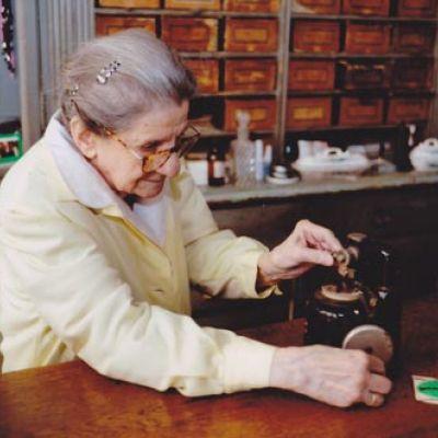Pozitivnap - A pozitív Hírek oldala - A 160 éves optika 96 éves  optikusmestere (videóval) 4635d891c6